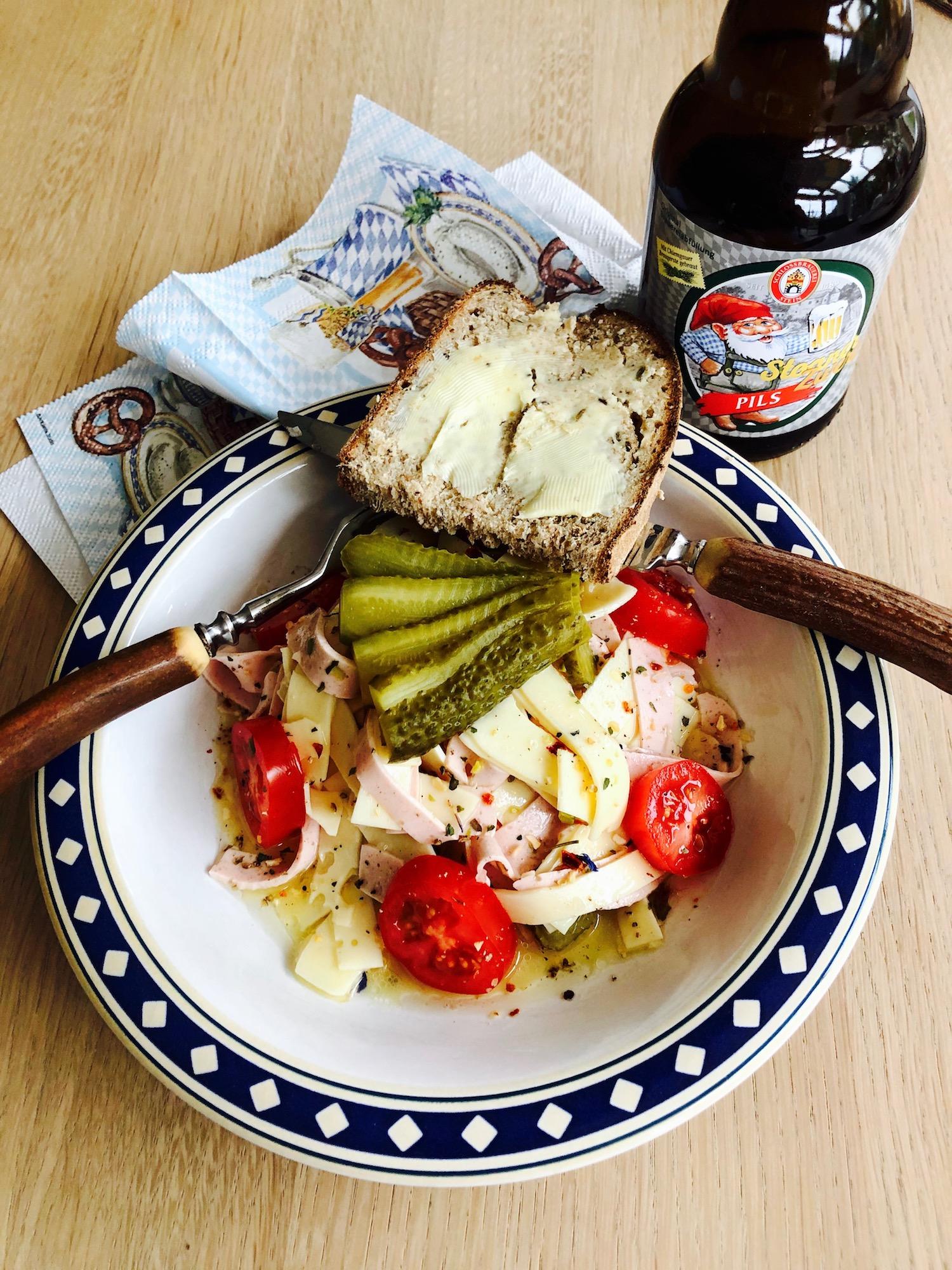 Bayerischer Wurstsalat mit Käse